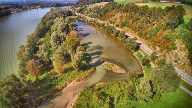 Drohnenflug Gewässer Saxen